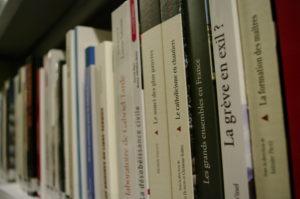 Photo de monographies de la bibliothèque Jean Maitron